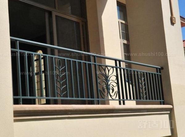 阳台护栏主要用于居民小区阳台的隔离防护;它采用承插式连接件进行安装可大大提高安装速度,万向承接式连接更使护栏容易在斜坡或不平整的地面上以任意角度、沿不同方向进行安装, 比木头坚硬,比铸铁更富有弹性和高抗冲性能,使用寿命长;使用寿命为30年以上;手感细腻、绿色环保、塑造简洁明快的特点,可以点缀建筑外貌,让环境更加温馨、舒适。  阳台护栏