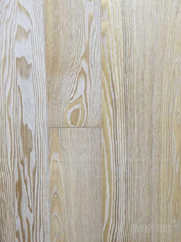 白蜡木生长在北美,常常用来制成家具.