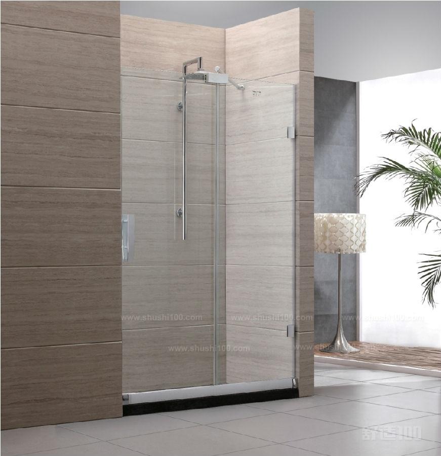 淋浴房隔断 通过上文的介绍,大家对于淋浴房使用屏风隔断都有了一些了解,在以后如果需要选购使用淋浴房屏风隔断的话就可以从小编为大家介绍的这些方法进行了解,肯定可以给我们带来非常不错的使用效果,选购到合适的淋浴房屏风使用。