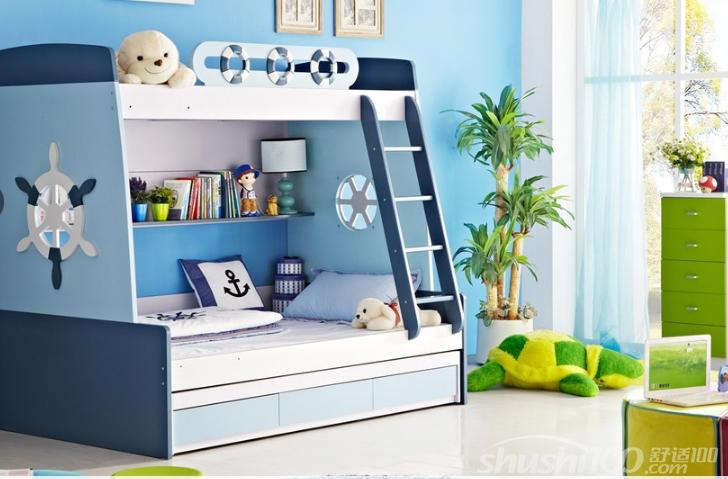 四五岁的孩子可以开始使用双层床,其好处是可以节约空间。双层床的上层作为孩子休息的空间,双层床的下层则可以作为孩子玩耍、学习的空间。如果家中有两个孩子,使用双层床就更为有利。如果家人床的朝向一致,能利于家人的和谐,双层床可以使两个孩子的床朝向一致,利于他们的团结。 双层床的设计既充分利用了空间,增加空间利用度,又可以让孩子的房间变得更为有趣,为孩子打造了一个丰富有趣的玩耍空间。特别是有些家庭是两个孩子,两个房间又很浪费,就可以利用双层床设计,解决了这些问题。通过这篇选购文章,希望帮大家找到时尚美观环保安全的