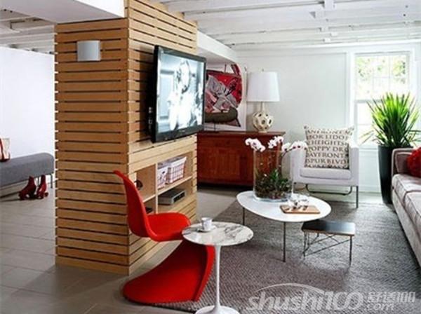 同样的,将大空间切割为客厅、餐厅、厨房,可以使隔断本身设计以及整个空间的格调上更具现代感。隔断上端六分之五的部分予以悬挂式设计,下端则植入火炉,给简约至极的白色空间送来温暖。  大空间型隔断电视墙设计 各位看完上面介绍的电视墙隔断设计后感觉怎么样呢?是不是也想在自己的客厅也制造一个类似的设计?