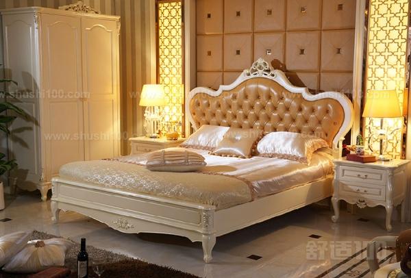 而且比起木板床单调的风格欧式高箱床可以选择的风格也更加的多,既有图片