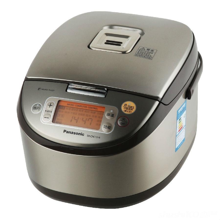 1、煮饭、炖肉时应有人看守,以防汤水等外溢流入电器内,损坏电器元件;  2、轻拿轻放,不要经常磕碰电饭煲。因为电饭煲内胆受碰后容易发生变形,内胆变形后底部与电热板就不能很好吻合,导致煮饭时受热不均,易煮夹生饭;  3、使用电饭煲时,注意锅底和发热板之间要有良好的接触,可将内锅左右转动几次  4、饭煮熟后,按键开关会自动弹起,此时不宜马上开锅,一般再焖10分钟左右才能使米饭熟透;  5、在清洁过程中,切勿使电器部分和水接触,以防短路和漏电 ;清洗内胆前,可先将内胆用水浸泡一会,不要用坚硬的刷子去刷内胆。清