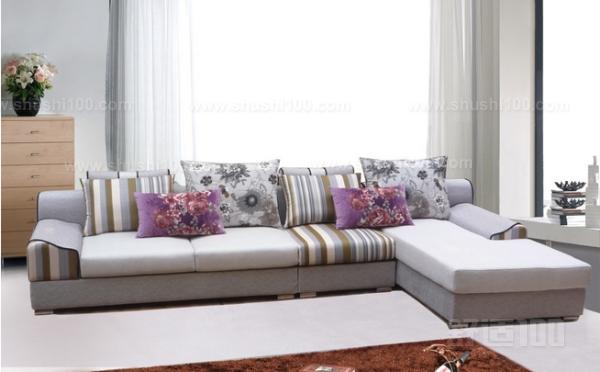 金虎家具布艺沙发非常的注重产品的环保性能,所以其长期以来一直都是非常的关注家具的设计以生产的,致力保证每一件金虎家具布艺沙发都是安全、可靠以及使用的。金虎家私拥有经验丰富的顶级设计师,其能够精确的把握住时尚的潮流,不断的推出多款款式新颖的绿色家私,深受消费者的喜爱。