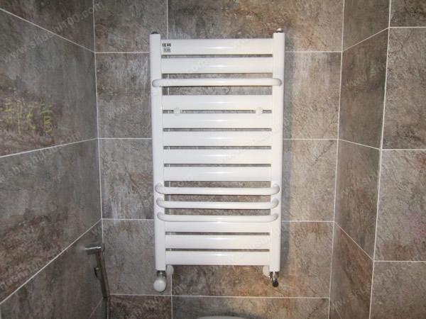 武汉复地东湖国际:小背篓暖气片安装在卫生间增添美观性