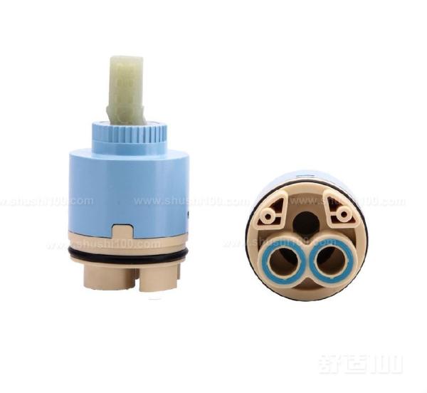 水龙头阀芯如何拆卸—拆冷热水按钮 在更换阀芯前,要先找到这个水