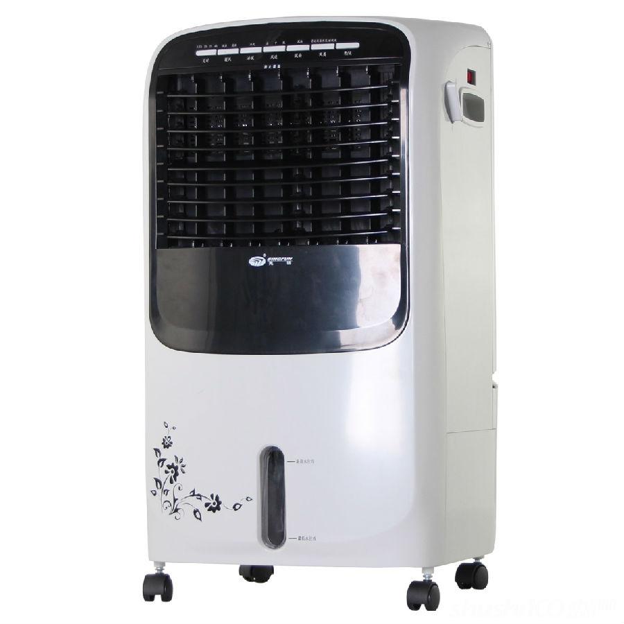 使用过浴霸的人就知道,浴霸照射到的地方,温度才高,浴霸没有照射到的地方,温度是比较低的,因此人们在洗澡的时候,一旦离开了灯光照射的区域,就会感到寒冷。而暖风机却不同,虽然它送暖的时间没有浴霸快,但是它可以有效减少浴室内部温差,只要人处在浴室内部,都可以沐浴在温暖中。 以上小编为大家介绍了暖风机与浴霸对比具有的优势,我们可以看出,卫生间取暖设备当中,暖风机具有节水、经济等特点,尽管暖风机送暖的速度有点慢,但是它能节水,价格还便宜,对于普通消费者来说,这样的制暖设备是个不错的选择。相信大家可以在这里得到关于家