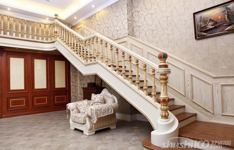楼梯的理想位置是靠墙而立.