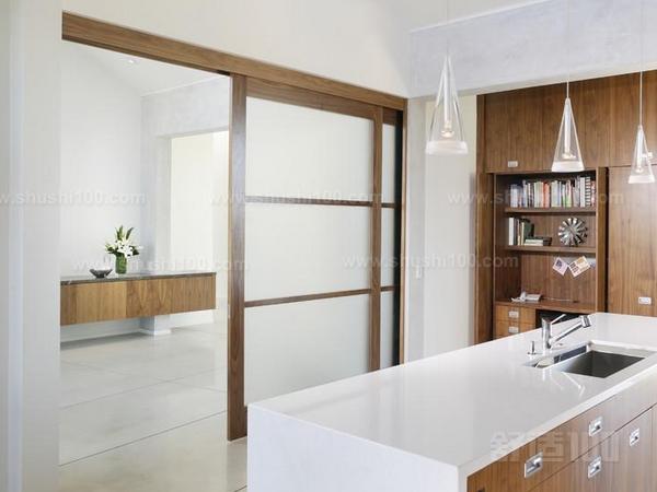 厨房饭厅隔断门—厨房饭厅隔断门装修需要注意什么