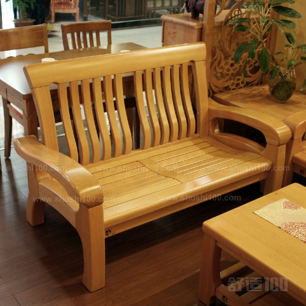 联邦榉木沙发是使用榉木制作而的沙发款式,榉木家具是非常大众的一种