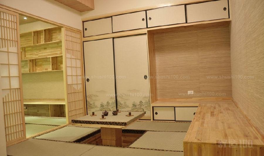 构建日式榻榻米卧室最为基础的就是地台。卧室榻榻米的施工工程很方便,可直接在水泥地上起地台,如果在一间小房间里做榻榻米,可以在装修时空出来,和其他装修工程同步进行。另外,很多人为了方便,喜欢把地台设计成箱体,但实际上,地台做成实体比较好。如果做成箱体,地面上的龙骨间隔会很大,不稳固。