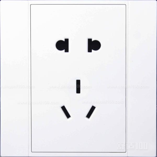电插座种类多种多样 3.插座三线接线方法。火线接入开关2个孔中的一个A标记,再从另一个孔中接出绝缘线接入下面的插座3个孔中的L孔内接牢。零线直接接入插座3个孔中的N孔内接牢。地线直接接入插座3个孔中的E孔内接牢。若零线与地线错接,使用电器时会出现跳闸现象。 4.开关插座固定安装。先将盒子内甩出的导线由塑料台的出线孔中穿出,再把塑料台紧贴于墙面用螺丝固定在盒子上。固定好后,将导线按各自的位置从开关插座的线孔中穿出,按接线要求将导线压牢。最后将开关或插座贴于塑料台上,找正并用螺丝固定牢,盖上装饰板。
