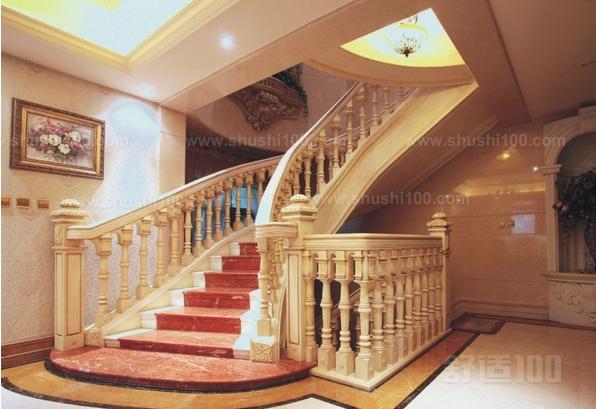 楼梯底下可以摆放植物,或者做储物柜,但不宜作餐厅、厨房、卧室等。楼梯的形状楼梯是快速移气的管道,能让气流从自家里的一层往另一层移动,当人们在梯级上上下下,便会搅动气能,促使其沿楼梯快速地移动,为了在家居中达到藏风聚气的目的,气流必须回旋而忌直冲,因此,楼梯的坡度越陡,风水上的负面效果越强,所以楼梯的坡度应以缓和较好,在形状上,以螺旋梯和半途有转弯平台的楼梯为首选,另外要注意的是最好用接气与送气较缓的木制的梯级,少用石材与金属制成的梯级。住宅是聚气养生之所在,如楼梯进口对正门,宅内之财气、福气会随着楼梯向门