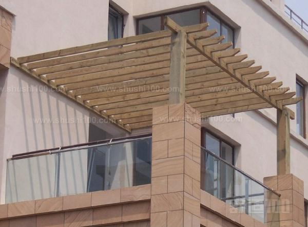 防腐木阳光房—防腐木阳光房怎样安装 1,木结构基层的处理:设计施工
