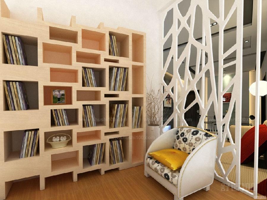 卧室的空间如果能放置欧式书柜隔断,不但使卧室整洁美观,还能装点房间