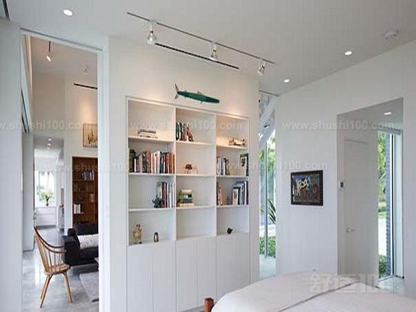 长方形户型的房子来说,卧室和客厅之间想要区分开来,那么就要做隔断