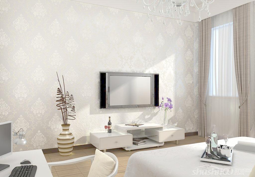 奢华欧式风格墙纸特点:豪华、富丽,由于欧式风格大量采用白、乳白与各类金黄、银白有机结合,加上欧式所特有的柱体结构,形成了特有的豪华、富丽风格。欧式风格墙纸的豪华在一定程度上可以说要多豪华就有多豪华,从小到厨房、卫生间,大到主卧、餐厅、客厅等都可以彰显豪华、富丽风格。欧式风格墙纸还有一个不是言语所能表达的风格特点:即动大于静,明显带有动感。 欧式风格适用对象,如上所述,豪华富丽、动大于静的特有两大特点,所以凡是追求时尚、豪华与爱动的装修业主,正是其首选的装修风格;大居室、复式、别墅等大家居的装修装
