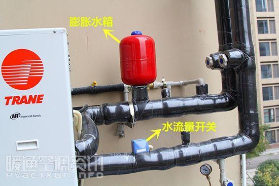 膨胀罐广泛应用于空调,太阳能,锅炉等暖通系统以及供水和消防设备,缓冲系统压力波动。 膨胀罐的作用总的来说是缓冲系统的压力波动,不让系统压力升高太快也不让系统压力下降过猛,让系统在一个相对平稳的压力下运行,但在闭式循环系统和供水系统里面的用也不完全一样,在空调、太阳能、锅炉、地暖等闭式循环系统中,膨胀罐的作用是在工作介质温度升高体积膨胀时吸收膨胀罐量,防止系统压力升高过快,在工作介质温度降低体积收缩时释放气囊内的液体,补充到系统,不让系统压力下降过猛,减少安全阀的泄压次数和自动补水阀的补水次数;在变频供水