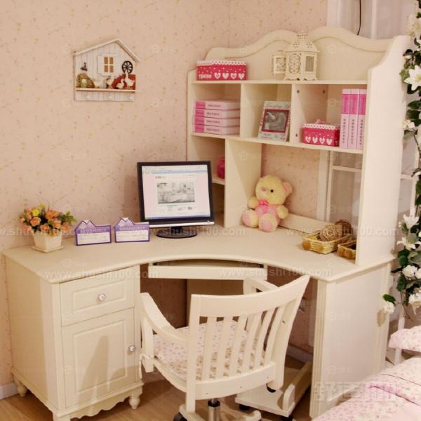 乔克斯的实木电脑桌采用水曲柳等实木材质与优质五金配件,结构稳固