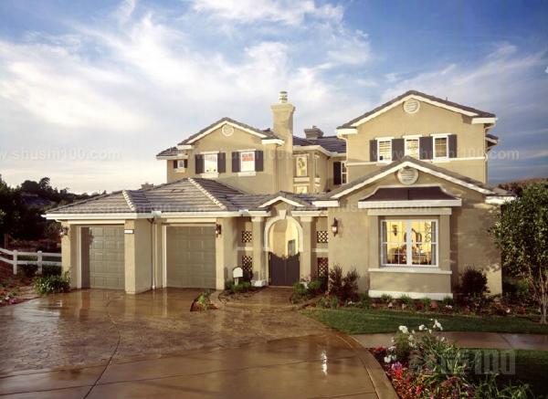 奢华风格:虽然简约主义、新古典主义、简欧风格等风行一时,甚至成为设计代表,但正在逐渐被更具视觉震撼力的奢侈瓷砖所代替。这种奢华因精工玉石这款微晶石瓷砖的风靡而成为室内设计的一种趋势。它是对传统奢华的一种改革,用专属、优越、品质的方式诠释奢华,在设计中吸引了多元古典、温馨舒适、个性化、高科技等多种元素,追求设计风格的与众不同,拒绝随大流,要求高端尊贵的艺术视觉,创造生活的顶级享受;对材质的要求很高,所以才有精工玉石这类高档微晶石瓷砖的广泛应用。