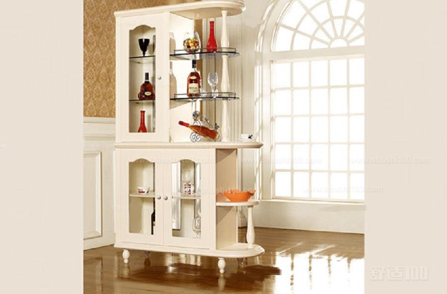 中式博古架隔断—装修效果示意图   这又是一个极具古典式的客厅博古