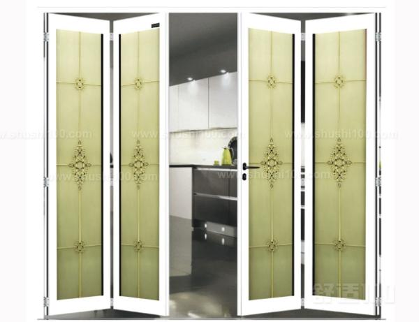 款式及色彩装修房子的目的是为了创造一个温馨和谐的居住环境,所以选择小折叠门时首先要考虑的是款式和色彩同居室风格的谐调搭配。装饰风格平稳素净就选择大方简洁的款式;活泼明快就选择轻盈雅致想搭配;古典安逸则饰以厚重儒雅,总之,建议选择风格相识类近。色系好的色彩搭配是点染居室的关键要素,因此在确定了款式之后其次要考虑的是小折叠门色彩跟居室色彩的搭配。