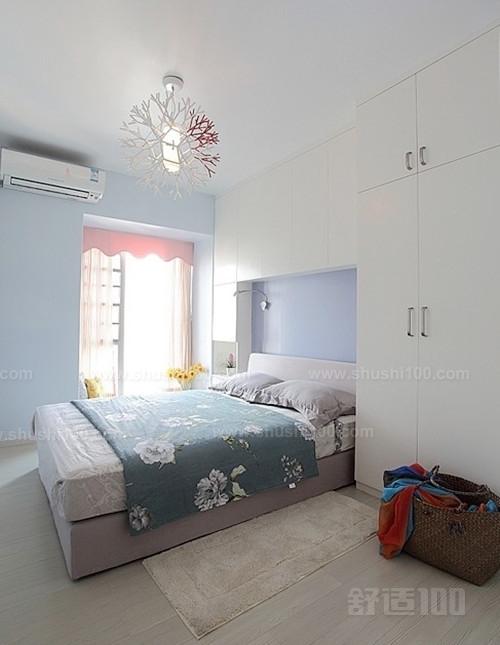 床头衣柜设计—法式风格 法式风格永远是浪漫的象征,这张衣柜门效果