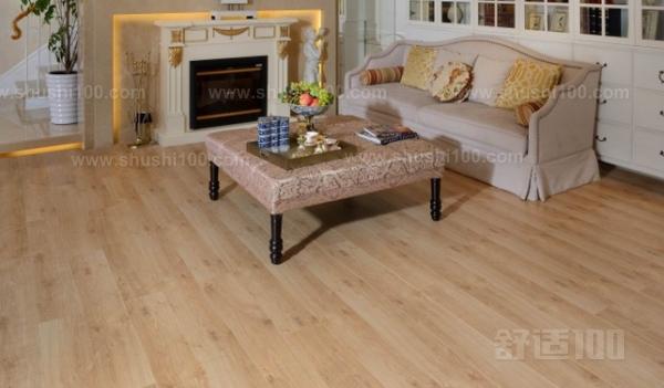 白枫木地板 白枫木地板白枫木的用途 枫木,不仅是自然景观中的奇葩,也是建筑装饰的良材。 由于其颜色协调统一,常用于制作精细木家具、高档家具,在软木胶合镶板的夹层、木铲和造纸业中也有广泛的应用,其它用途包括:单板、木结构框架、灯具、抽屉侧板、室内施工、成套家具、桌子、箱柜、护壁板和车削制品。 颜色:乳白到本白。有时带轻淡红棕色,西部木材多数呈淡灰棕色。特征:木材紧密、纹理均匀、抛光性佳,偶有轻淡绿灰色之矿质纹路,易涂装。木质:强度适中,质量木质细腻。用此品种铺装地面,舒适、温柔、明亮、大方。 白枫木地板