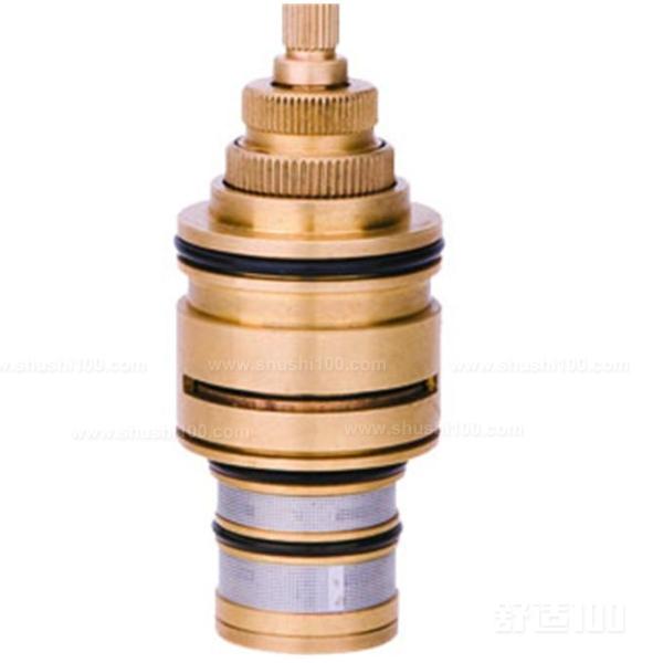 动阀片与静阀片互相贴合,静阀片固定安装在阀芯壳内,在静阀片下方还图片