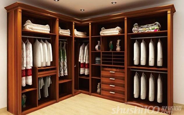 设计师对衣帽间进行了合理规划,以组合衣柜替代传统大衣柜,将抽屉柜