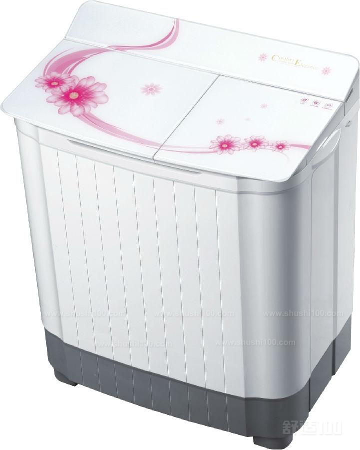 半自动洗衣机一般左边是洗衣,中间排水,右边是甩干定时器.