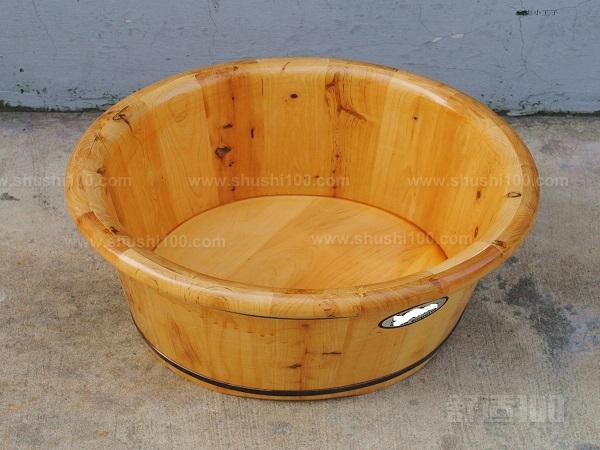 木盆的购买要注意的是购买木盆的种类以及木盆的厚度,一般木盆要选择厚度在3厘米左右的,这样的木盆有很好的保湿保温效果,还有要注意的是在购买时候要注意的是选择较为正规的厂家,这能够使你获得好的售后服务,方便以后的养护。   希望大家能够喜欢小编给您介绍的木盆使用注意事项,木盆是现在很多朋友都会购买的一种生活用品,甚至很多人会喜欢收藏这种东西,在您的平时使用中要注意的是对其的正确使用。也望大家在追求休闲健康的生活方式的同时,也一定要用心去呵护它,爱护它。对它做好日常的维护。