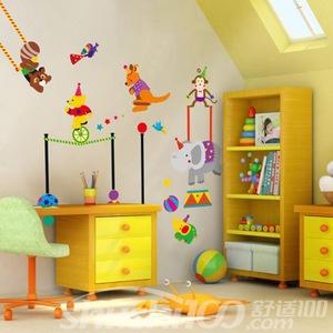 小孩卧室墙上贴画