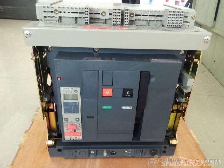 低压断路器是家中电路安装必备的设备