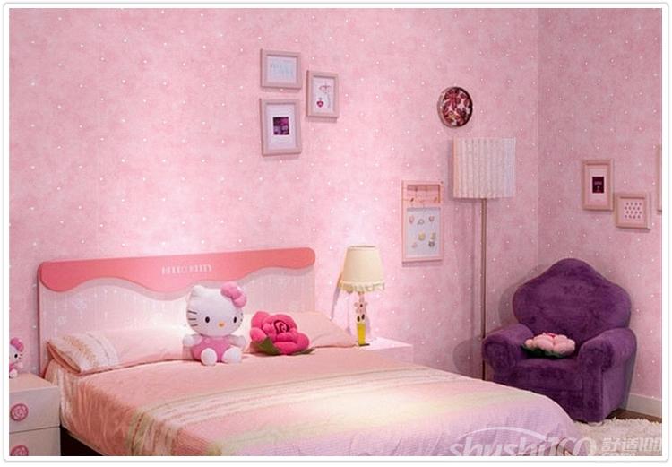 墙纸作为现代家庭装修必不可少的装饰品,其装修方式不仅方便快捷,而且还环保,诸多的优势使它受到了广大消费者的青睐,但是不同的材料的壁纸和不同花色的墙纸适合的场所也有所差异,粉红色的墙纸非常适合少女,很多人不知道如何与周围的环境相容,为了满足大家的需求,今天舒适100将和大家分享下粉红色墙纸搭配窗帘的方案。  粉红色墙纸