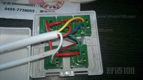 确定浴霸安装位置为了取得最佳的取暖效果,浴霸应安装在浴缸或沐浴房中央正上方的吊顶。吊顶用天花板请使用强度较佳且不易共鸣的材料,安装完毕后,灯泡离地面的高度应在2.1-2.3M之间。过高或过低都会影响使用效果。吊顶准备有3040MM的木档铺设安装龙骨,注意按照开孔尺寸在安装位置留出空,吊顶与房屋顶部形成的夹层空间高度不能少于220mm。 根据通风管的长度比如长度为1.