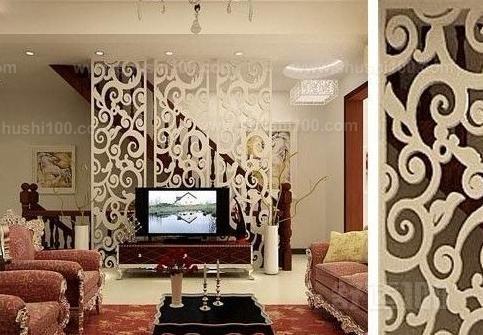 电视墙雕花—横板搭配镜面镂空花格 白色,黑色与木质家具的搭配,使