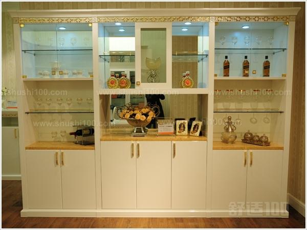 简欧式酒柜虽然没有多层次多花边的精巧装饰,也没有精致的雕花,但它特图片