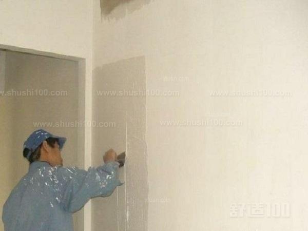 在粉刷墙面的时候,要先给墙面做一层腻子,涂上腻子粉了之后再进行